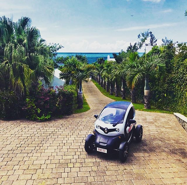Did you know that hundreds of our charging stations have been installed at amazing rental properties around Bermuda. Now you can stay where you want without the transportation worries. • Find the best that Bermuda has to offer using our app: Current Vehicles - Bermuda in the iOS App Store now. . . . . . #movedbycurrent #bermuda #islandlife #twizy #renaulttwizy #renault #mybermuda #zeroemissions #electricvehicles #ev #ecotourism #beachlife #travel #microtourism