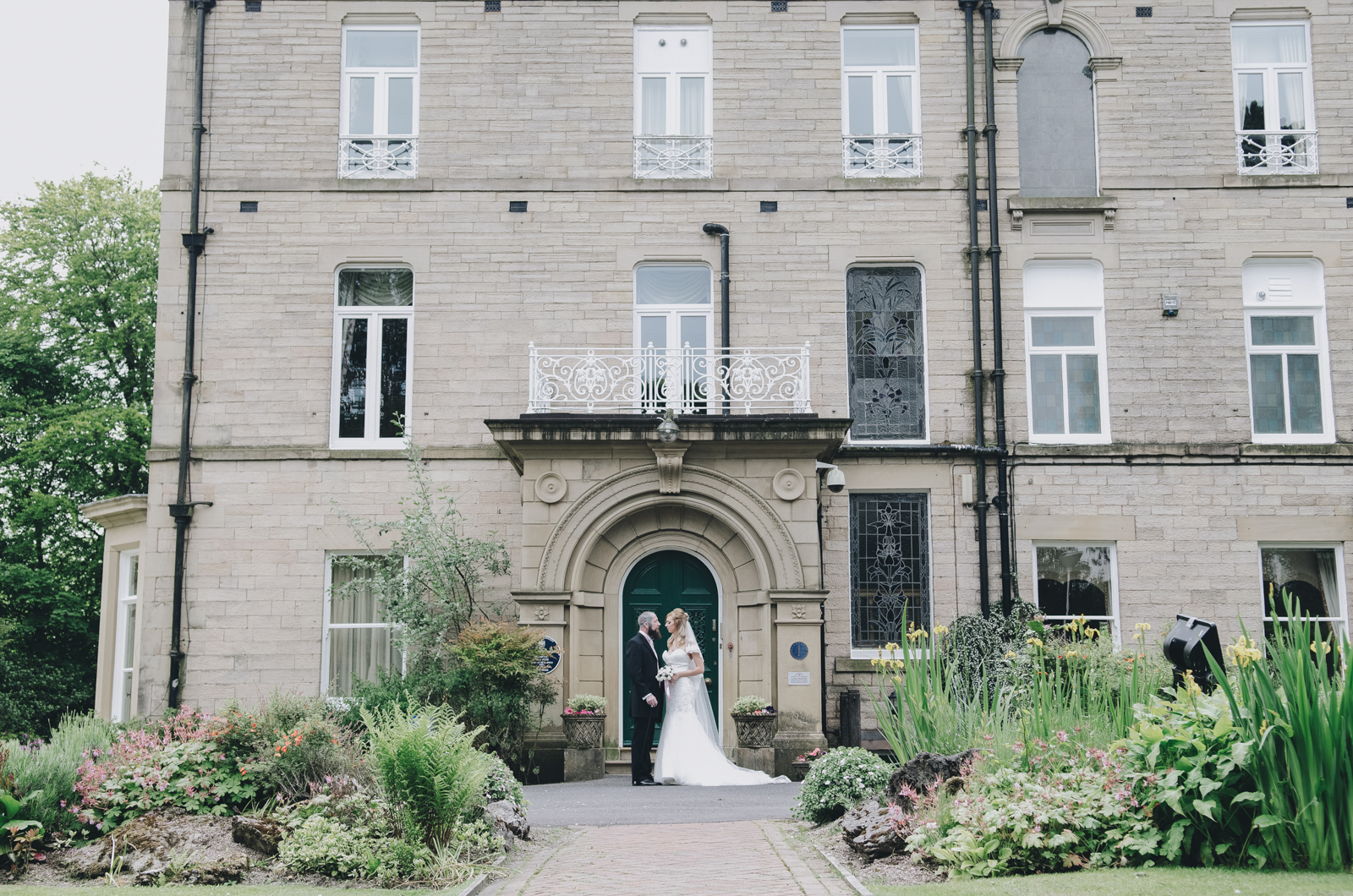 Alternative-North-West-Manchester-Wedding-Photography-Astley-bank-Wedding-skull-cake-tattooed-groom-20.jpg