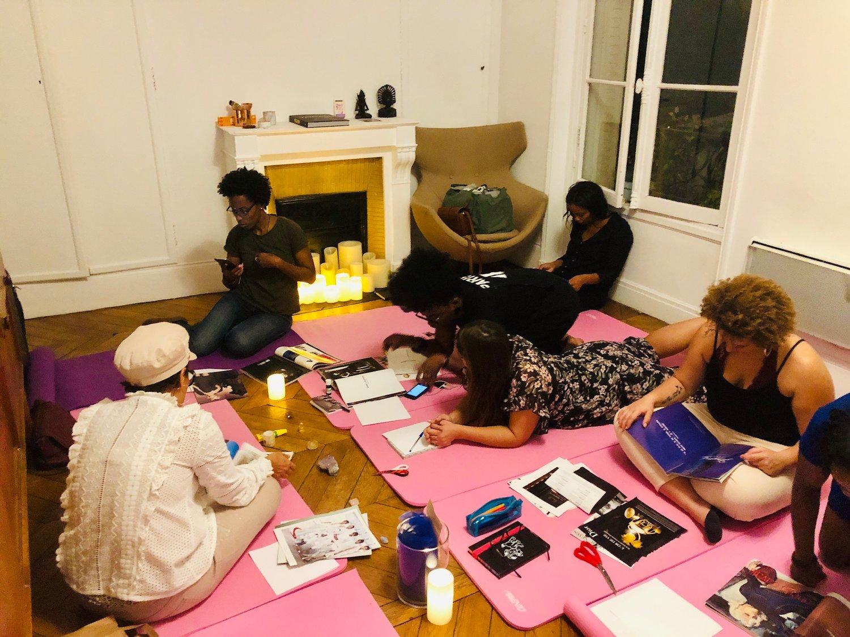 """Chaque semaine, retrouvez nous tous les mardis de  19h45 à 21h à la maison nomade  pour une séance de   yoga nidra innsaei  .  Un cercle de femmes mêlant échange, guidance, développement personnel et séance de méditation. Le RDV idéal avec vous-même pour """"Ralentir, se reconnecter et rayonner""""    - en savoir plus"""