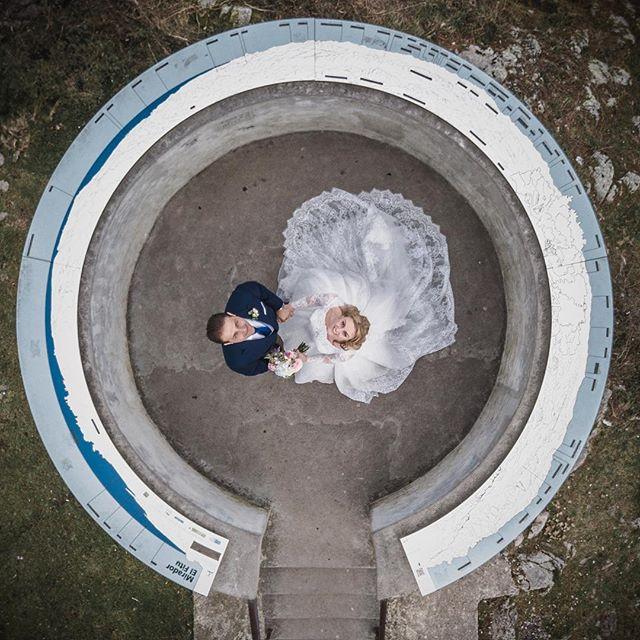 Trabajando desde ya en la Boda de Bea y Octavio. Aquí dejo una foto tomada en el mirador del Fitu . Todo de 10, una pareja llena de amor. El hotel @puebloastur como marco incomparable , una fiesta épica y encima en compañía de @rodrigo_solana ¿que más se puede pedir? . . . . . . . #asturias #bodas2018 #weddingphoto #unionwepmember #wedding #bodas #fotografiadebodas #miradordelfitu #drone #dji #mavikpro