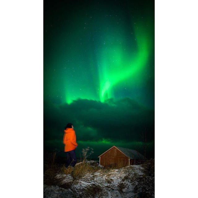 WOW. Were you all sending us your good luck aurora vibes? The clouds parted and we were just treated to a magical show for about 20 minutes straight. It was like watching Mother Nature's fireworks display lighting the sky. Epic. Simply epic. Thanks for capturing this shot @cboals 📷 (and that's me in the bright orange coat...as if you haven't already seen my puffy orange figure in every other picture I've posted this winter....) #northernlights #auroras #auroraborealis
