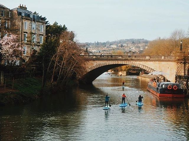 How about exploring Bath on water?⠀ ⠀ A paddle board with @originalwild to Pulteney Weir sounds like an afternoon well spent to us.⠀ ⠀ #MoreFun #MoreFriends⠀