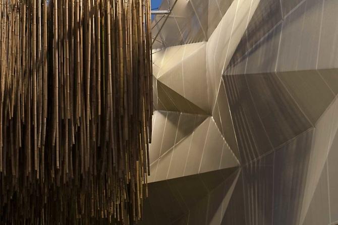 HELLA-Textile-Architecture_tenso_per-facciate_expo_MILANO15-1030x686_670.jpg