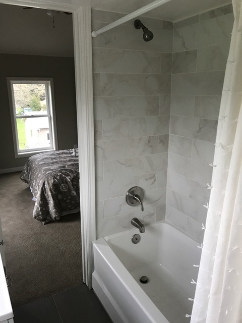 Redwood Rd. Bedroom_2_bath 3.JPG