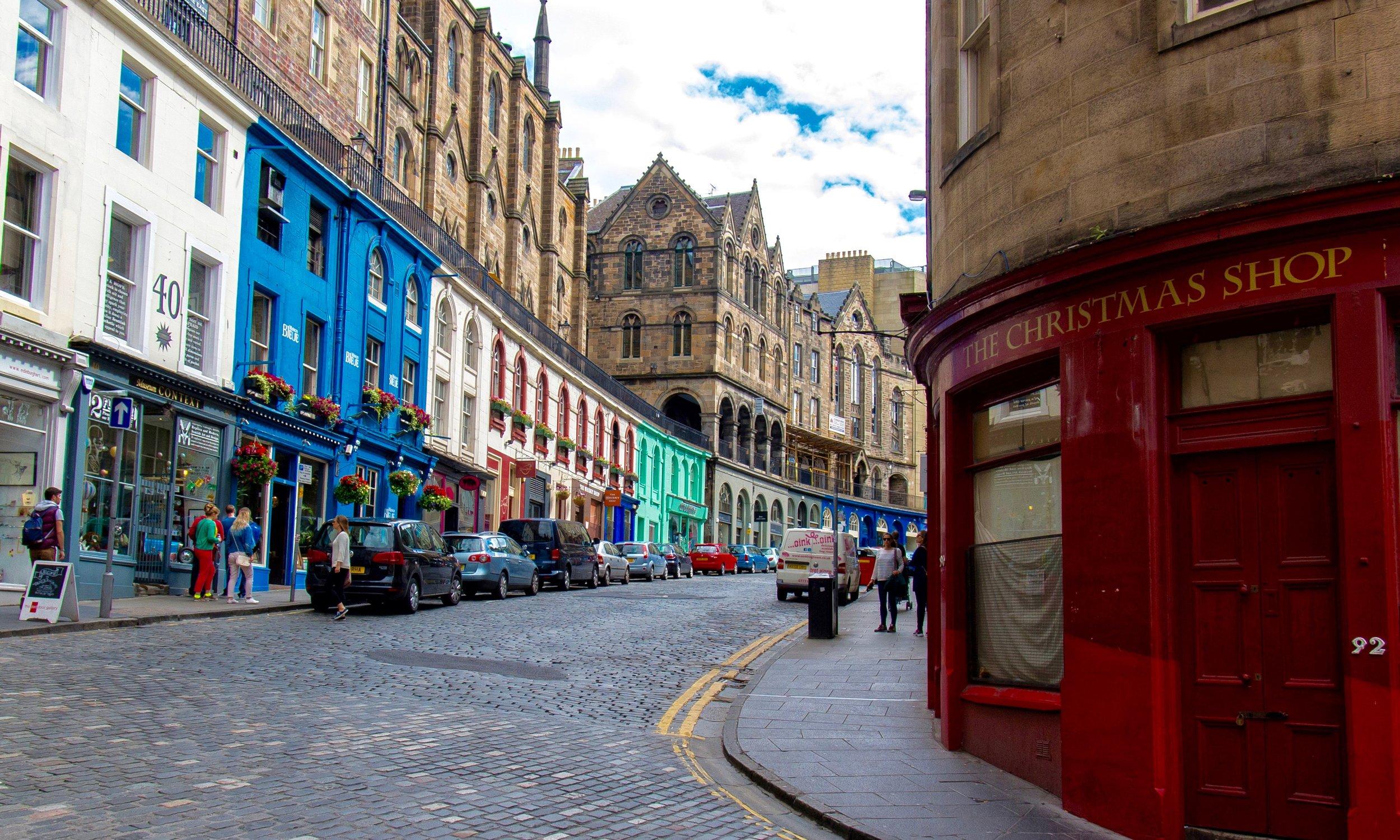 Victoria Street, Edinburgh;  Photo: Raphael Chekroun