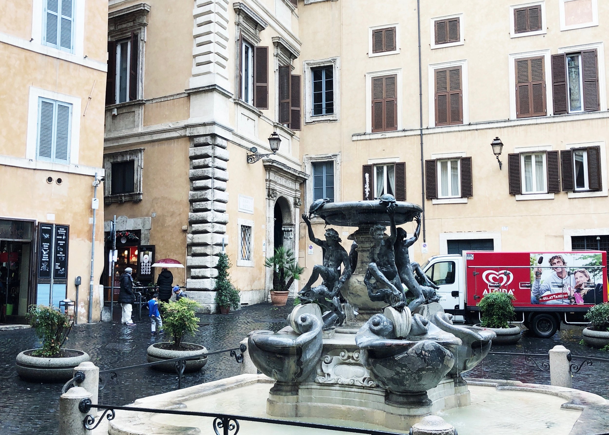 Fontana delle Tartarughe with Palazzo Costaguti entrance in the background.