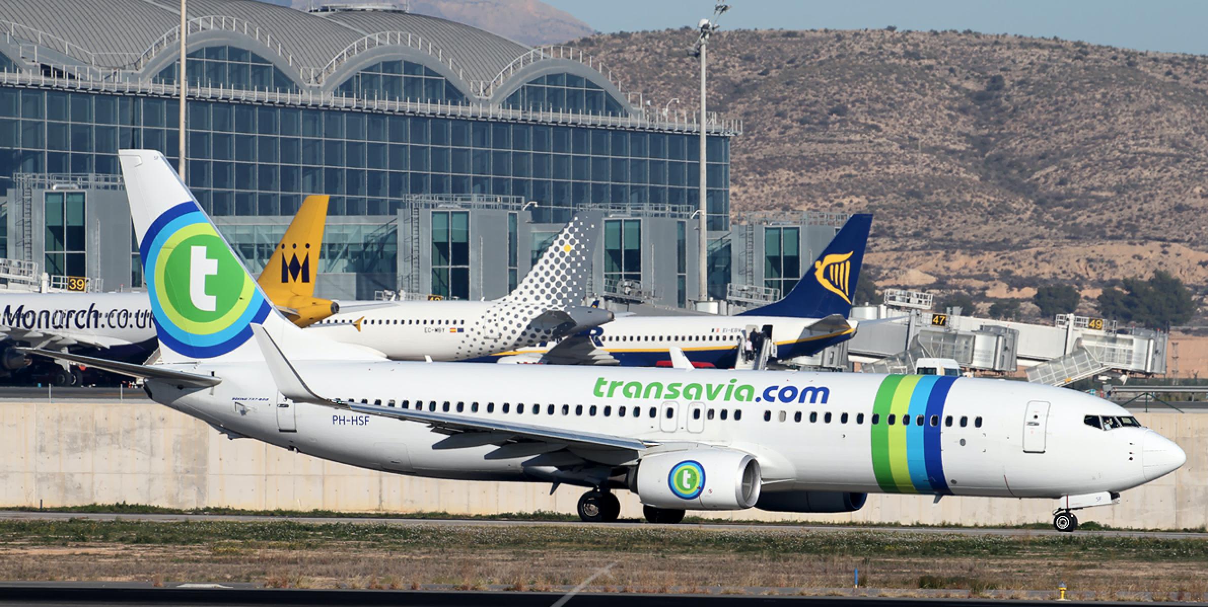 Er zijn talrijke mogelijkheden om met low-cost maatschappijen als Transavia, Ryanair, Vueling, Easyjet etc vanuit Nederland naar de Costa Blanca af te reizen in iets meer dan 2 uur vliegtijd.