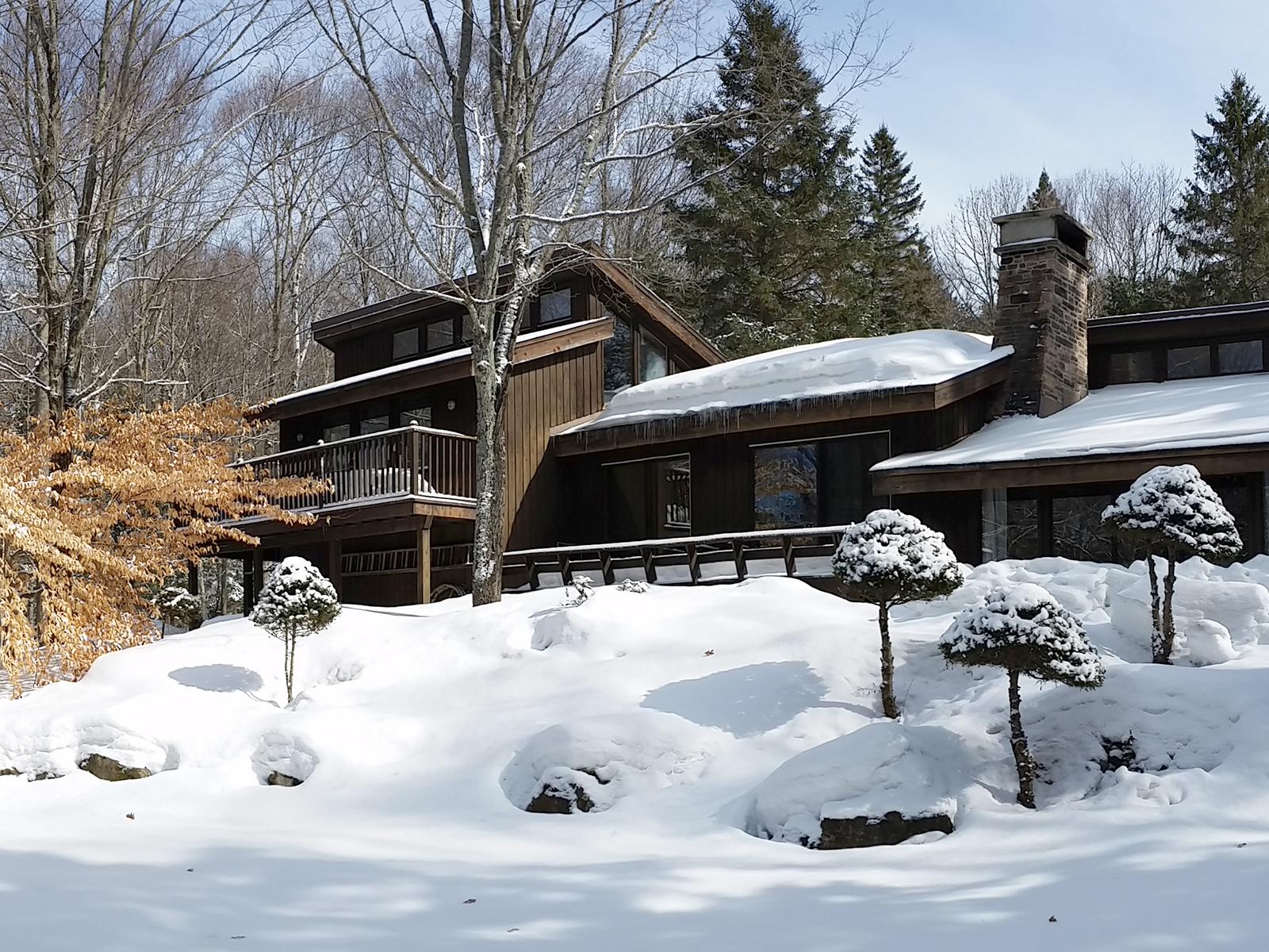Horseshoe Lake Cottage  Sustainable Cottage Addition near Minden, Ontario