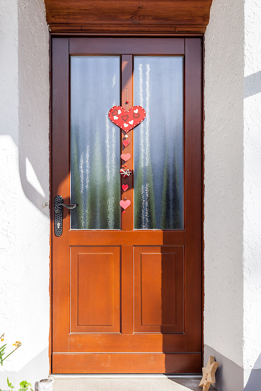EFH In Winkel/ZH - Holz-Haustür in Kiefer-RahmenkonstruktionVerglasung: Chinchilla