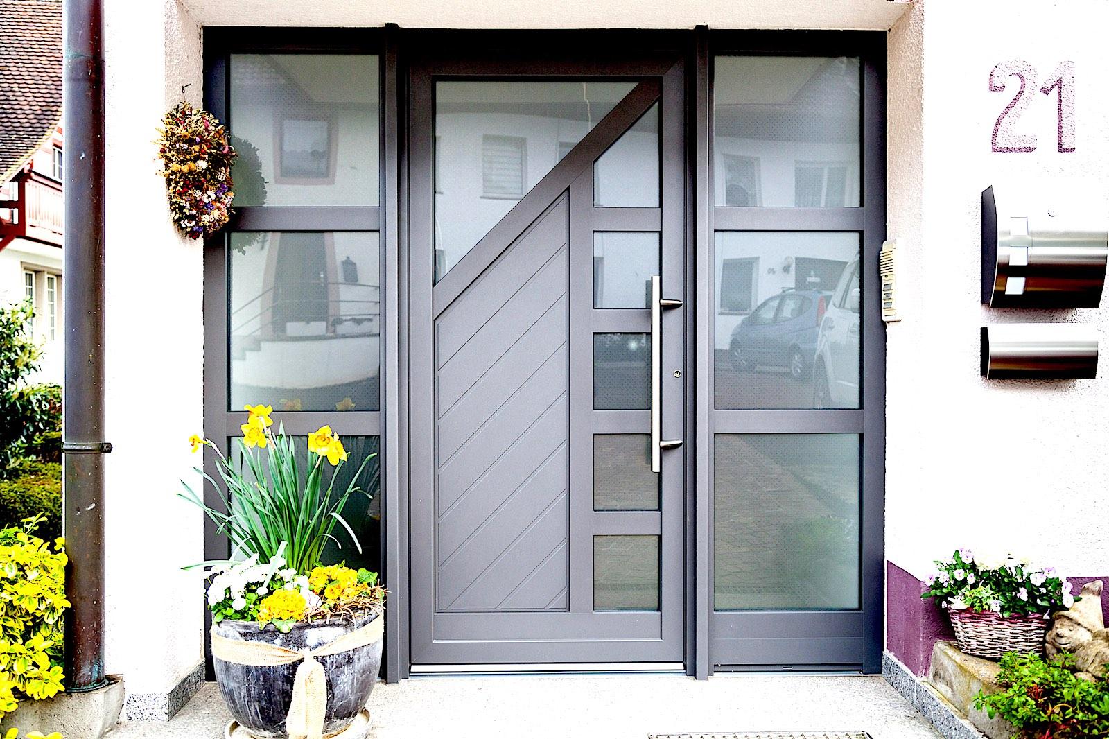 EFH in D-Lottstetten - Aluminium-Eingangstür mit 2 SeitenteilenVerglasung: Pave