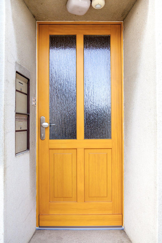 EFH in Wilchingen - Holz-Eingangstür in Kiefer-RahmenkonstruktionVerglasung: Silvit