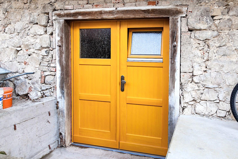 EFH in Wilchingen - Holz-Kellerabgangstür 2-flügelig , mit integriertem Kippfenster in Kiefer-RahmenkonstruktionVerglasung: Silvit