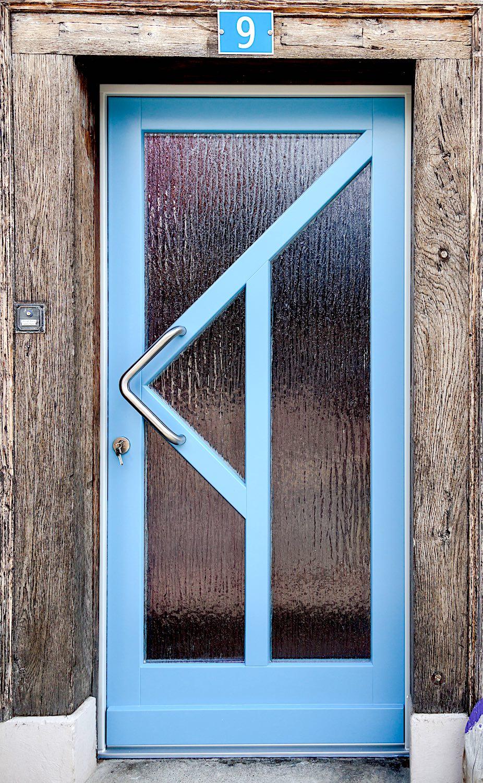 EFH in Wilchingen - Holz-Eingangstür in Kiefer RahmenkonstruktionVerglasung: Silvit