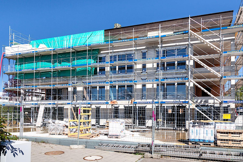 Bahnhofstrasse, Oberaach - Aktuelles ObjektNeubau 8-FamilienhausBereits ausgeführte Arbeiten:8 St. Hebe-Schiebetüren Kunststoff50 St. Kunststofffenster1. St. Aluminium-Eingangstür