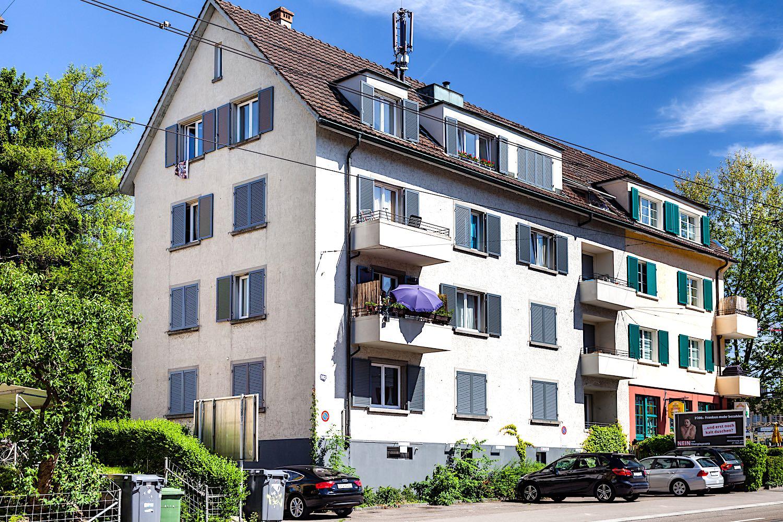 Albisstrasse Zürich - 8-FamilienhausAusgeführte Arbeiten:30 St. Fenster ersetzen im ganzen Haus (Kunststofffenster)Alle Fensterläden ersetzen (Aluminium-Fensterläden)