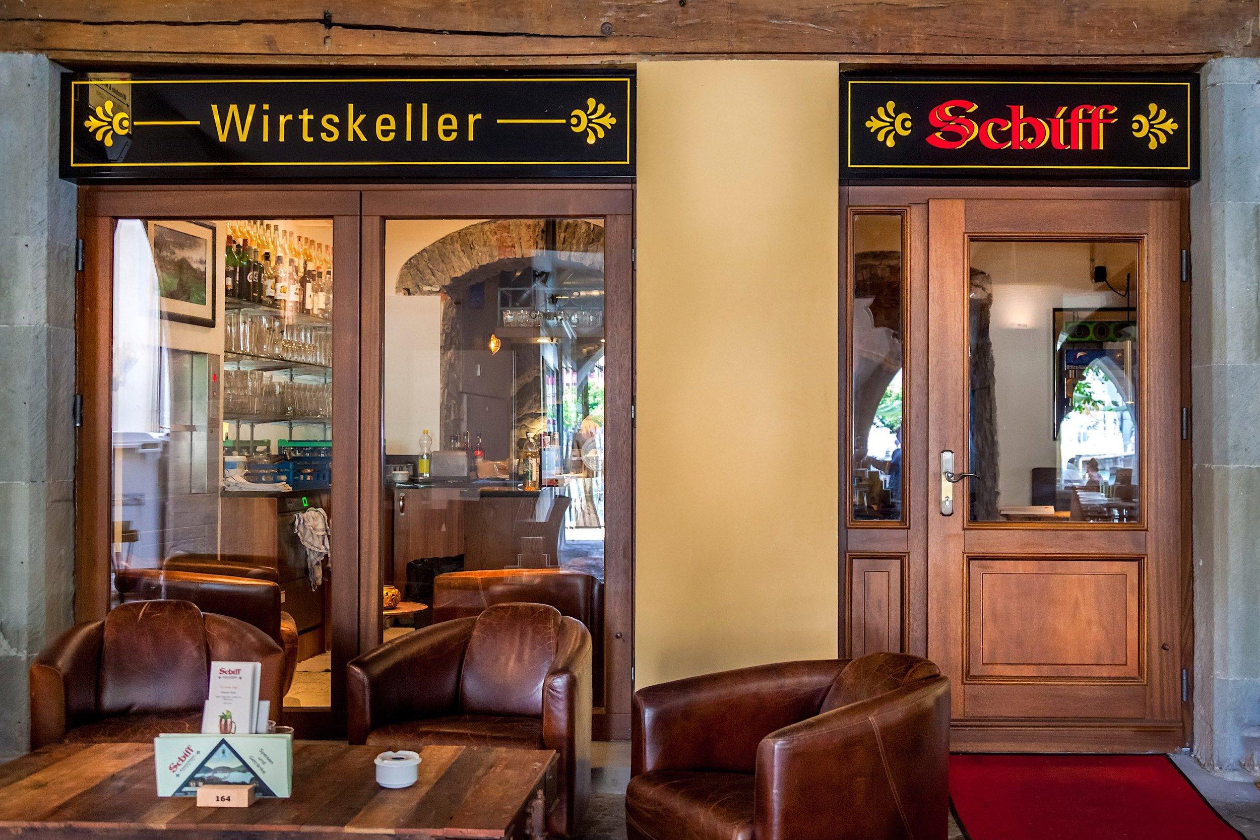 Hotel Schiff Luzern - Nach aussen öffnende Eingangstür mit Panik-Beschlag2-flügelige Tür nach aussen öffnend
