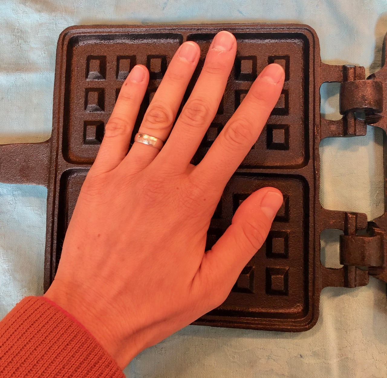 Mind you my hand is on the larger side, but this waffle maker isn'