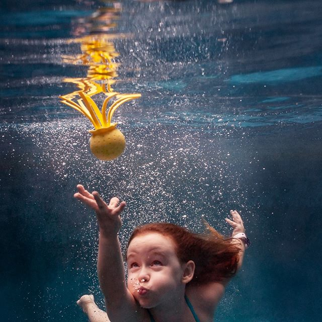 Underwater Family Photography is so fun and unique!  Welcome to our #underwaterkidsloop where we will share our favorite underwater photograph of the week from our personal collection. Hope you enjoy the photos and happy Summer! • • Next up is our talented friend, @loripickens