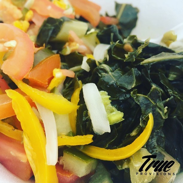 Meatless Monday Lunch...the southern staple Collards w/ a ripe tomato/bell pepper relish! #quickandeasylunch #plantbased #southernfoodwaysalliance #healthiswealth #livelovejuice