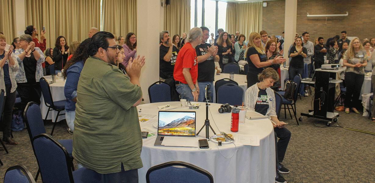 A standing ovation for the morning speakers. (Zac Bears/MEJA)