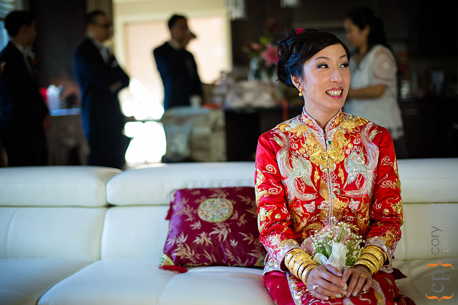 bride in chinese red wedding dress