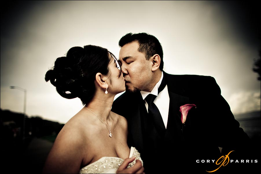 bride and groom kissing by seattle weddin gphotographer cory parris