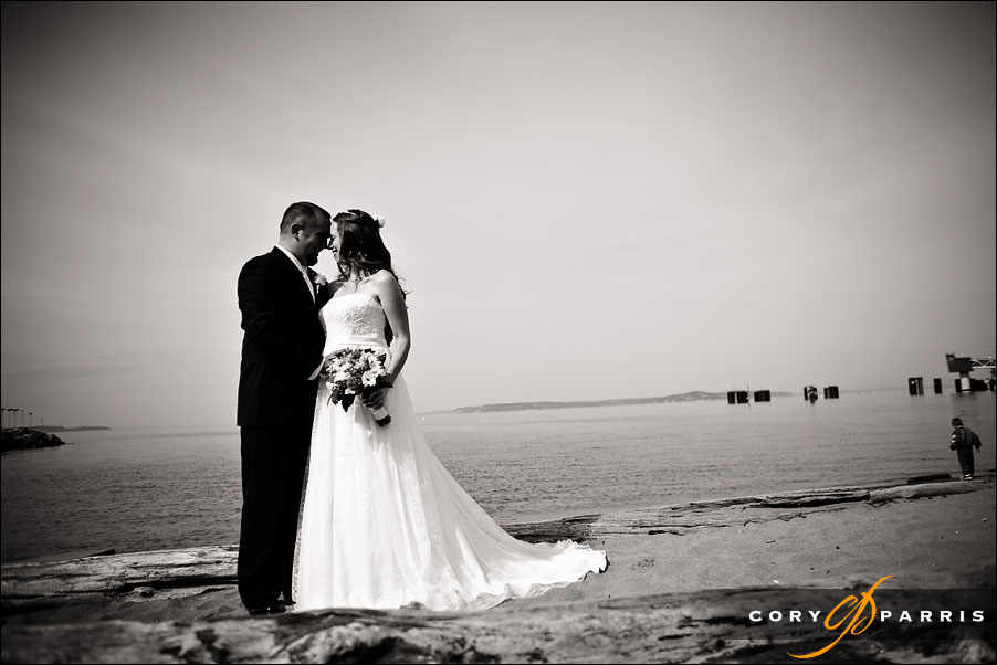 bride and groom on the beach in Edmonds