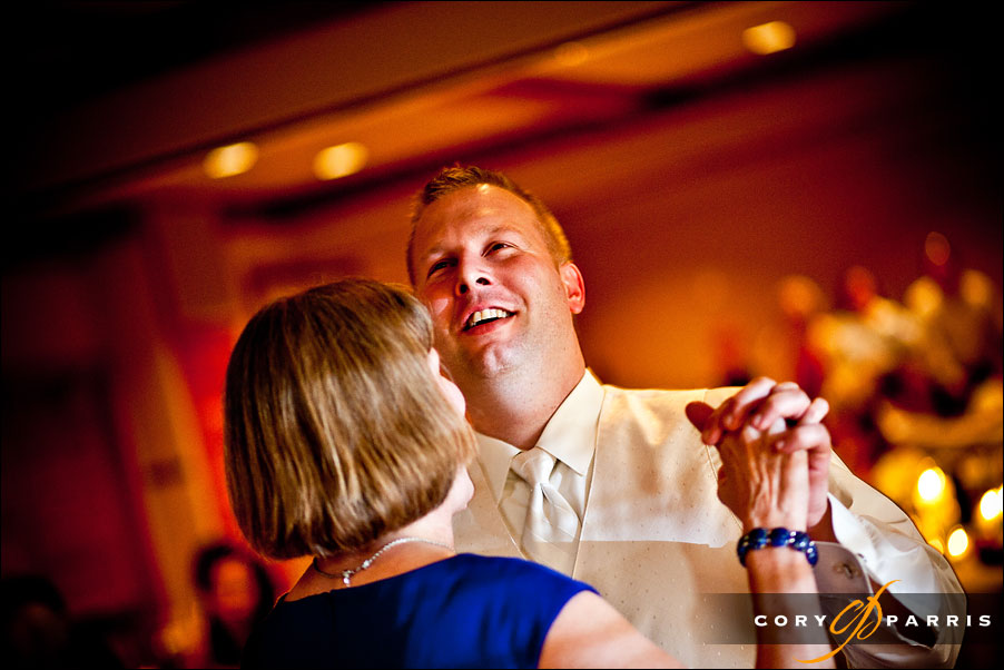 groom dancing with his mother at willows lodge wedding