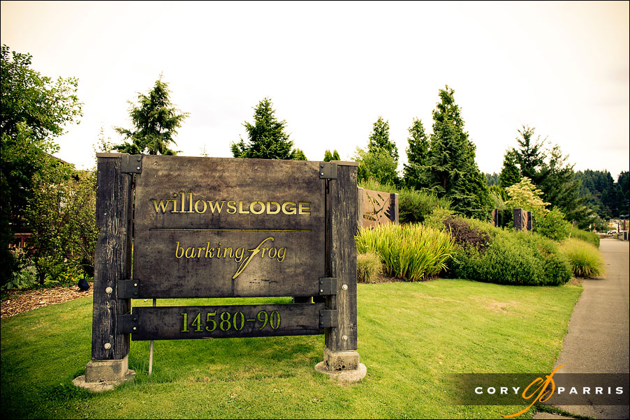 willows lodge sign by seattle wedding photographer cory parris