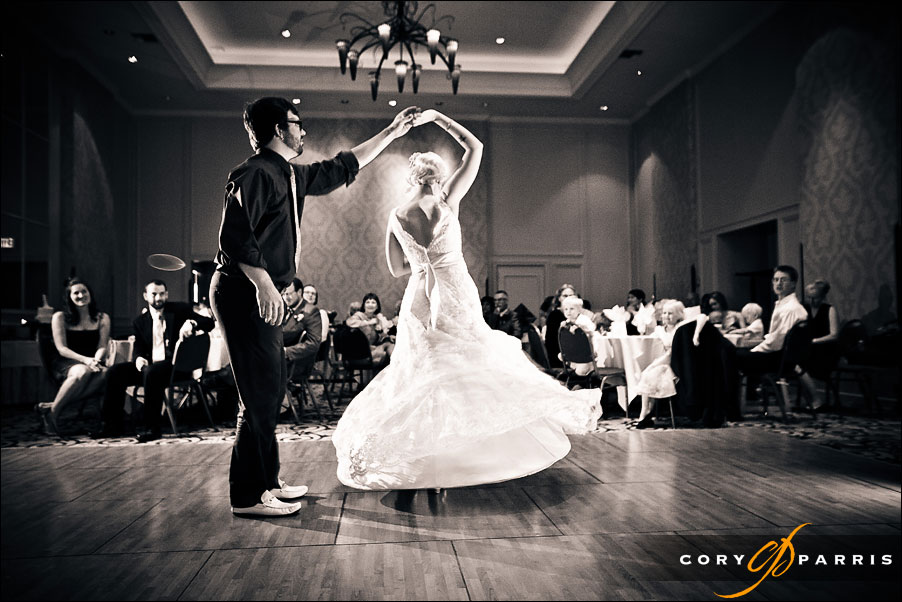 bride and groom first dance by seattle wedding photographer cory parris