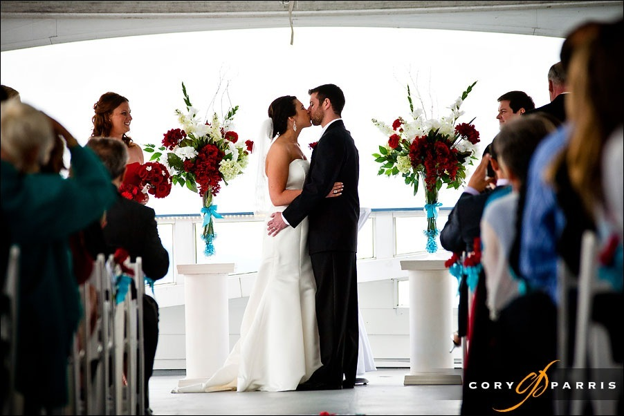 bride and groom kissing at the everett yacht club