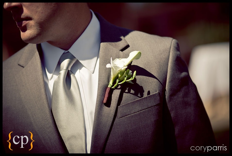 groom tie and boutinere by seattle wedding photojournalist cory parris