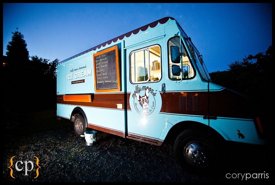 molly moon ice cream truck at willows lodge wedding