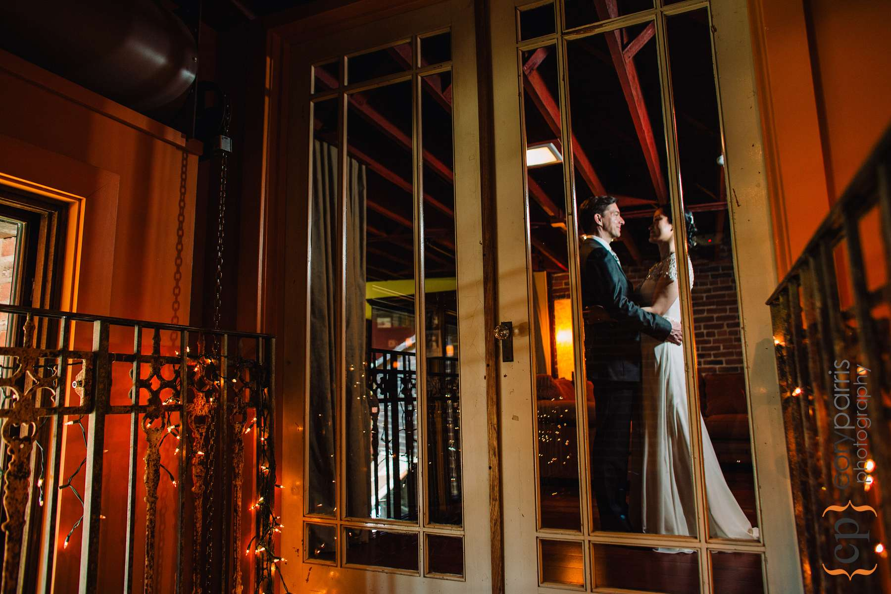 For this one, I closed the doors of the bride's room and used a remote flash to light the couple.