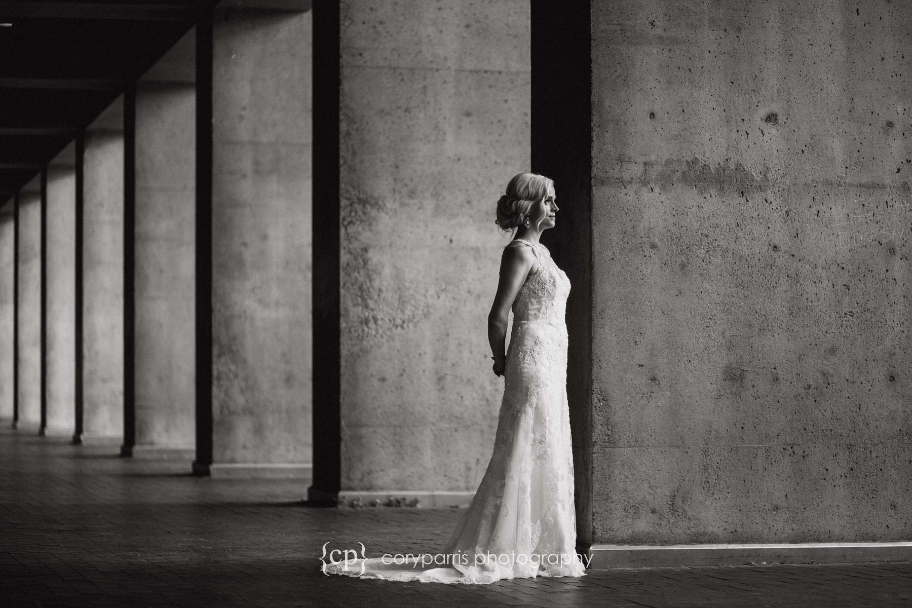 Stunning b&w bridal portrait photography in Seattle wedding