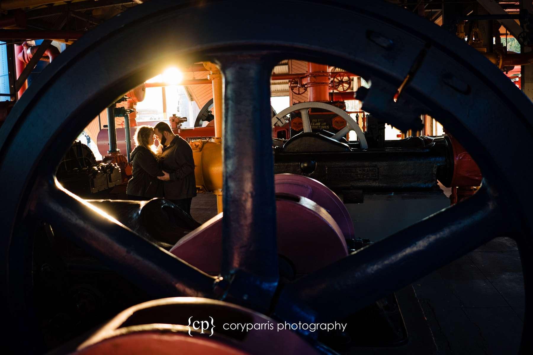 024-Gas-Works-Park-Engagement-Portraits-Seattle.jpg