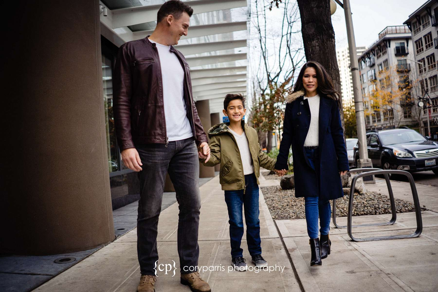 070-seattle-family-portraits-Pike-Place.jpg