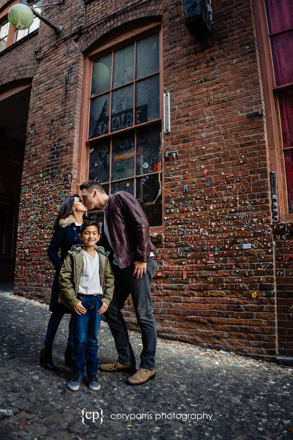 142-seattle-family-portraits-Pike-Place.jpg