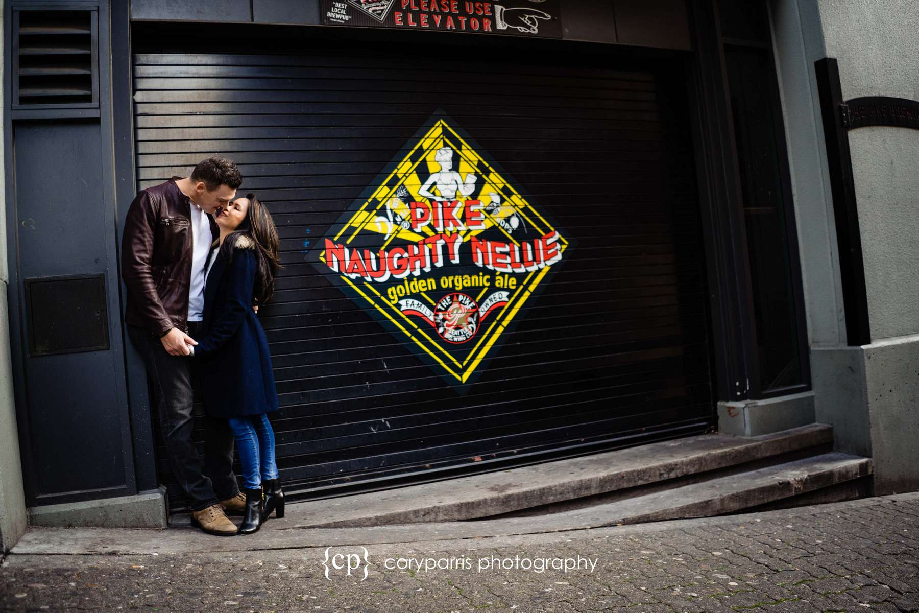 147-seattle-family-portraits-Pike-Place.jpg