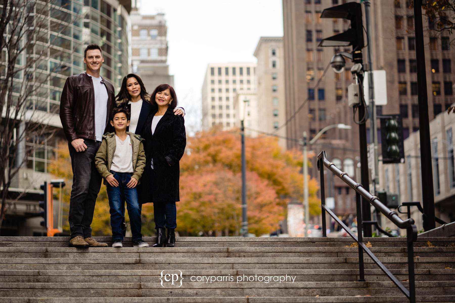 204-seattle-family-portraits-Pike-Place.jpg