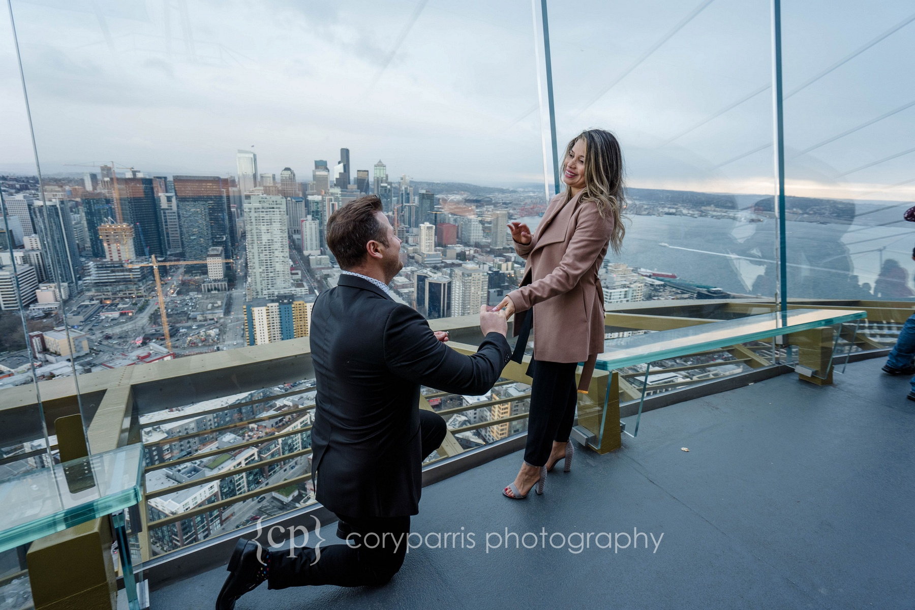Space-Needle-Wedding-Proposal-0004.jpg