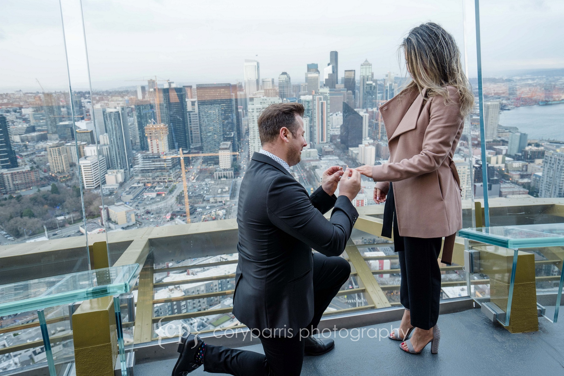 Space-Needle-Wedding-Proposal-0006.jpg