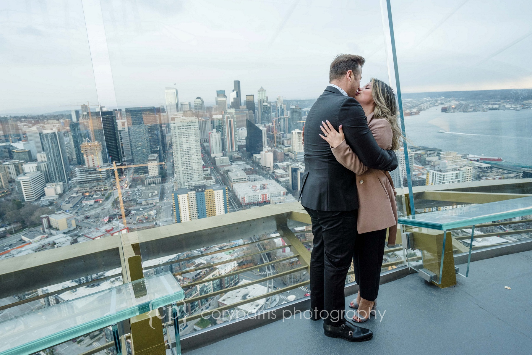Space-Needle-Wedding-Proposal-0008.jpg