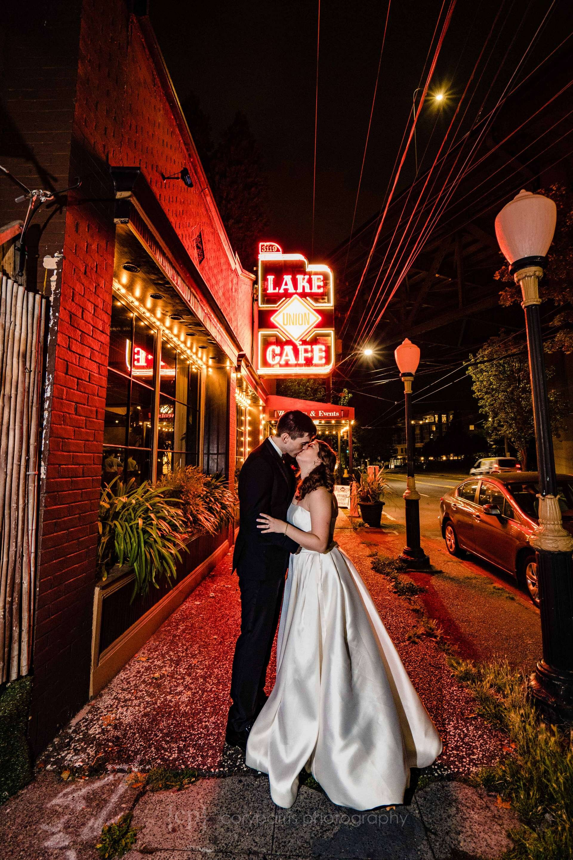 932-lake-union-cafe-wedding.jpg