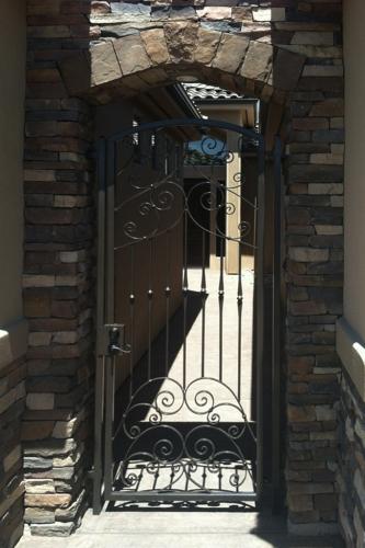 exterior-gate-32.jpg