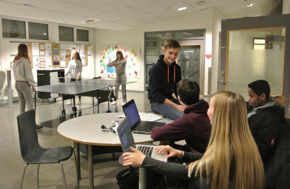 Students relaxing during a break. Breilia skole, Hammerfest.