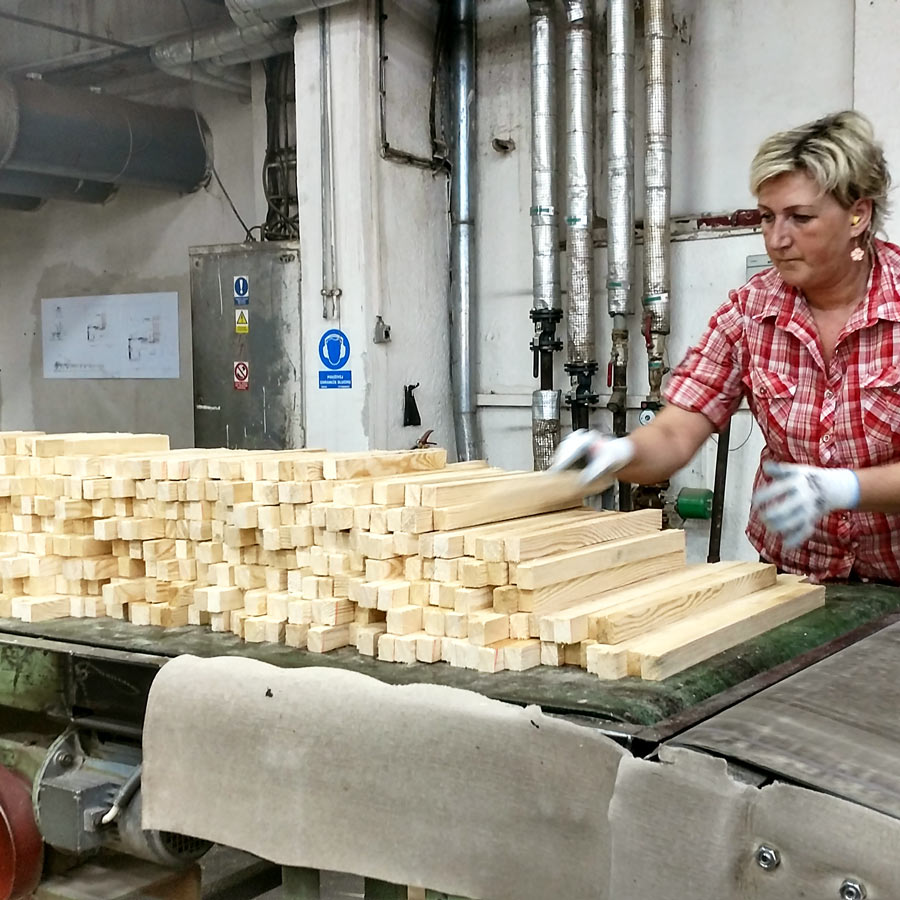 """The logs are cut into short square pieces with """"teeth"""" on each end. Instead of cutting each log into a single piece of moulding that might be warped, the smaller pieces ensure everything will be straight and level."""