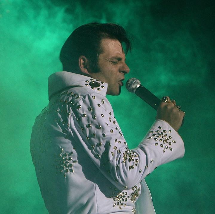 Elvis-2[1].jpg