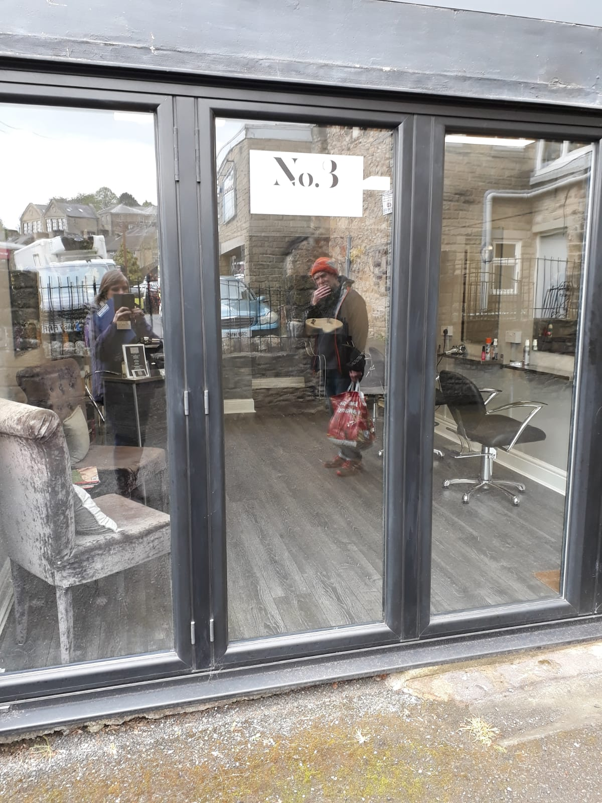 25. No 3 Salon