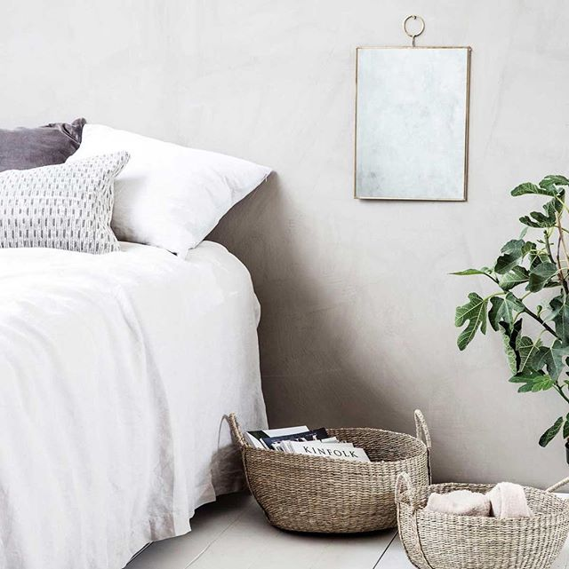Serene and sophisticated 😍 We are loving how The Loop Rectangular Wall Mirror from @hurnandhurn is styled in this #Scandi inspired bedroom!